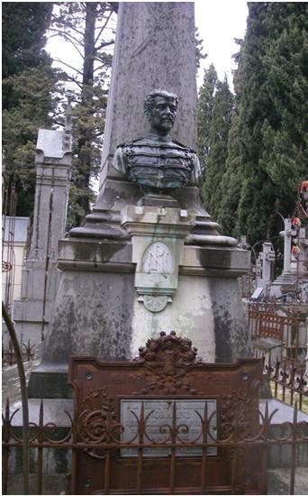 Tombe de la famille Normand au cimetière Saint-Lazare secteur AD 4° division n° 1 et 2 du 2° rang [photo ass. MP]
